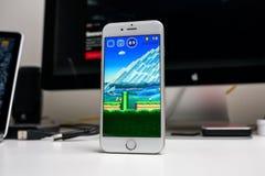 Super-Mario Run-Spiel auf iPhone Lizenzfreies Stockfoto