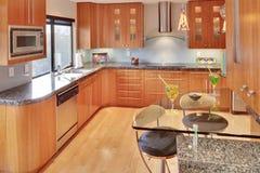 Super moderne zeitgenössische Küche Lizenzfreie Stockbilder