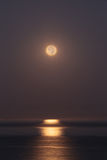 Super moon sets over the Pacific ocean Royalty Free Stock Images