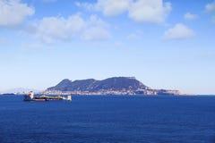 Super motorschip XIANG YUN KOU die een andere boten dragen Stock Fotografie