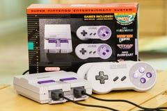 Super Nintendo wydania Klasyczna konsola i pudełko Zdjęcie Royalty Free