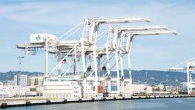 Super Postpanamax-kranen bij de Haven van Oakland Stock Afbeeldingen