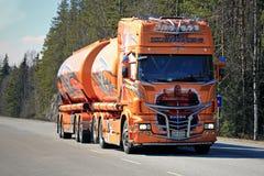 Super przedstawienie ciężarówki Scania R620 Shogun na drodze Obraz Stock