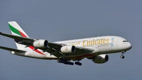 Super riesige Landung der Emirate A380 an internationalem Flughafen Aucklands Lizenzfreie Stockbilder