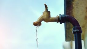Super slow motion shot of exterior tap water dripping and splash on a hot summer day stock video