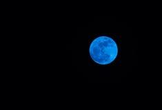 Super volle maan in nachthemel, Blauwe maan Stock Foto