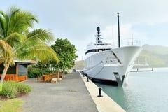 Super Yatch przy dokiem, schronieniem/ Obrazy Stock