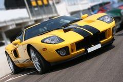 Superauto am Rennenkreisläuf Lizenzfreie Stockfotos