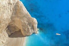 Superb strand Navagio i Zakynthos, Grekland Arkivbilder