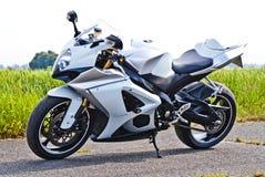Superbike bianco sulla pista fotografie stock libere da diritti