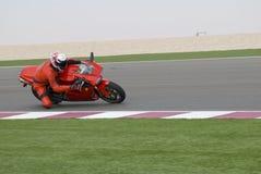 Superbike emballant sur la piste Photographie stock libre de droits