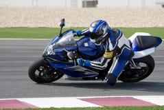 Superbike que compite con en pista Imágenes de archivo libres de regalías