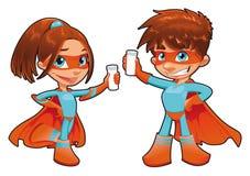 递小玻璃瓶他们superboy的supergirl 免版税库存照片