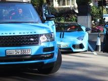Supercars azules Lamborghini + Range Rover Fotos de archivo libres de regalías