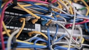 Supercomputer mit Kabeln, Verbindungen und Lampen stock video footage
