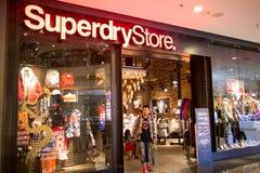 Superdry商店 Superdry compan衣物的设计和制造 库存图片