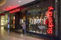 Superdry商店 Superdry compan衣物的设计和制造 免版税库存图片