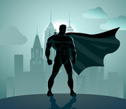 Supereroe in città royalty illustrazione gratis