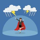 Supereroe della donna di affari con la barriera che protegge dal thundersto Fotografie Stock