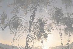 Superfície clara do resíduo metálico Vidro plástico ripple Fundo cinzento branco do inclinação ilustração royalty free