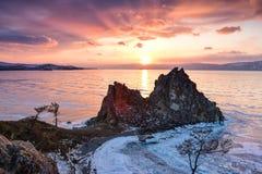 Superfície congelada acima do por do sol do Lago Baikal Imagens de Stock