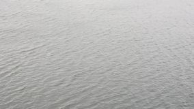 Superfície da água com fundo de balanço das ondas video estoque