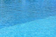 Superfície da água da piscina Foto de Stock