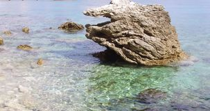 Superfície da água de turquesa no dia ensolarado vídeos de arquivo