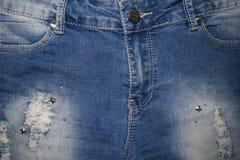 Superfície das calças de brim com rebites fotografia de stock