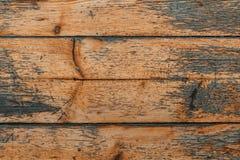A superfície das placas de madeira velhas com verniz rachado Fundo das placas gastos idosas fotos de stock