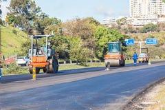 Superfície de estrada Asphalt Machine Rollers Fotos de Stock Royalty Free