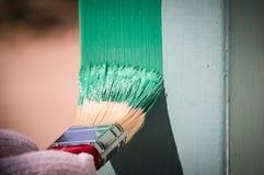 Superfície de metal da pintura com uma escova Fotografia de Stock Royalty Free