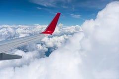 Superfície de sustentação acima das nuvens imagens de stock royalty free