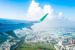 A superfície de sustentação de Eva Airways está voando fotografia de stock