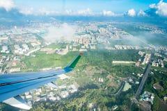 A superfície de sustentação de Eva Airways está voando no céu fotografia de stock