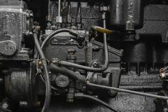 Superfície do fundo do motor velho, preto e oleoso da máquina fotos de stock