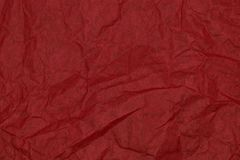 Superfície do fundo do papel vermelho e amarrotado enrugado imagem de stock