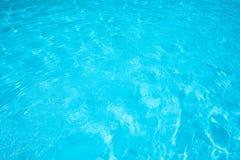 Superfície e textura da água azul na piscina Fotografia de Stock Royalty Free