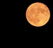 A superfície lunar fascinante com suas crateras Fotografia de Stock