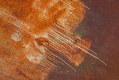 A superfície pintada do ferro com um grande oxidado e metal a corrosão, o fundo velho com casca e a pintura de rachamento como o  fotos de stock