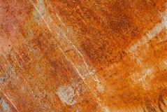 A superfície pintada do ferro com um grande oxidado e metal a corrosão, o fundo velho com casca e a pintura de rachamento como o  foto de stock