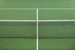 Superfície verde do campo de tênis, fundo do esporte imagens de stock royalty free