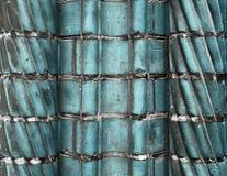 Superfícies azuis envelhecidas e resistidas bonitas da parede de tijolo em um fim acima da vista fotografia de stock