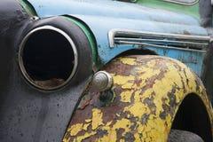 Superficie agrietada del color y linterna quebrada del coche viejo fotos de archivo libres de regalías