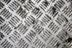 Superficie antisdrucciolevole indossata sporca del vecchio piatto di alluminio del diamante Immagini Stock Libere da Diritti