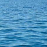 Superficie azul de la textura/del fondo del océano Foto de archivo libre de regalías
