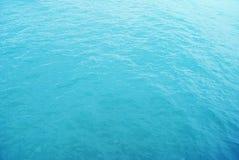 Superficie azul del mar foto de archivo