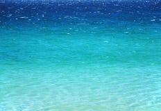 Superficie azul tranquila del mar Fotografía de archivo libre de regalías