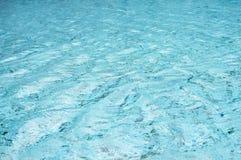 Superficie blu-chiaro dell'acqua Fotografia Stock Libera da Diritti