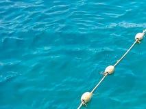 Superficie blu dell'acqua di mare con la boa Fotografie Stock Libere da Diritti
